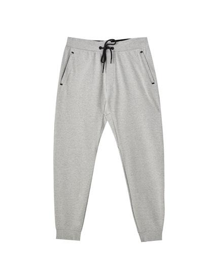 Pantalón jogger tejido técnico