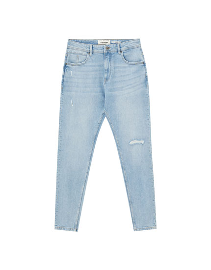 Jeans carrot fit em azul-claro