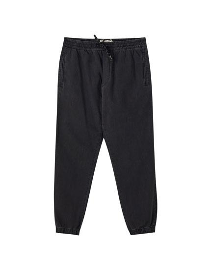 Beach-style jeans with an elastic waistband