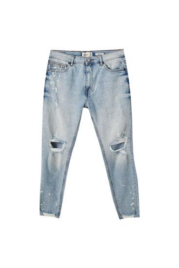 Τζιν παντελόνι carrot fit με λεπτομέρειες με σκισίματα