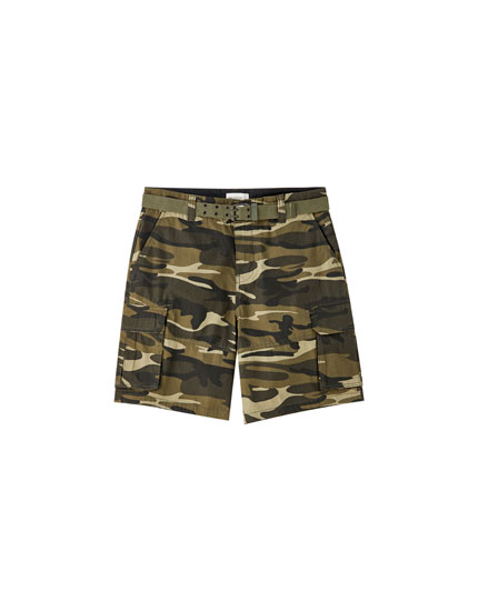 Camouflage cargo Bermuda shorts with belt