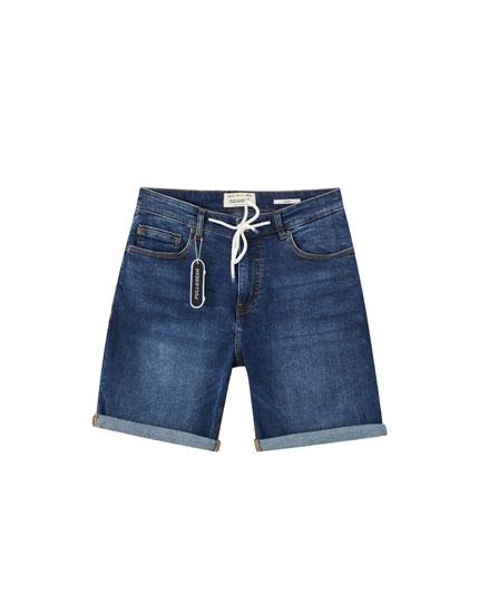 Синие джинсовые шорты скинни