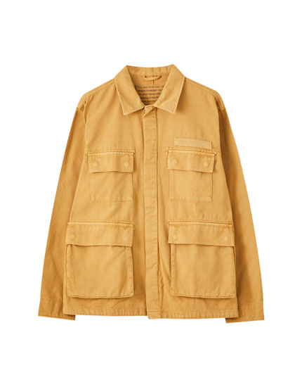 Worker jacket with flap pockets