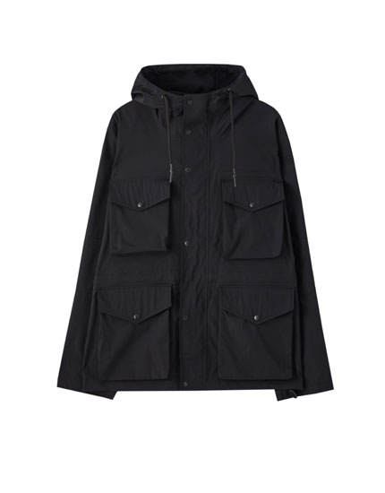 Lightweight parka with multiple pockets