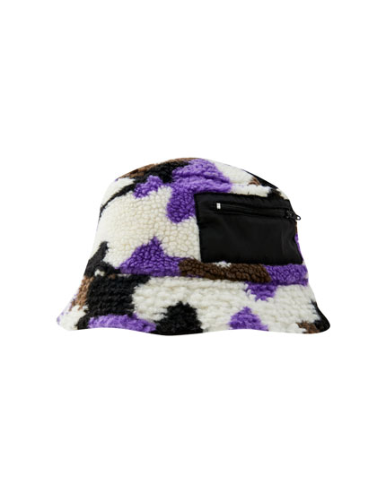 Faux shearling bucket hat with print