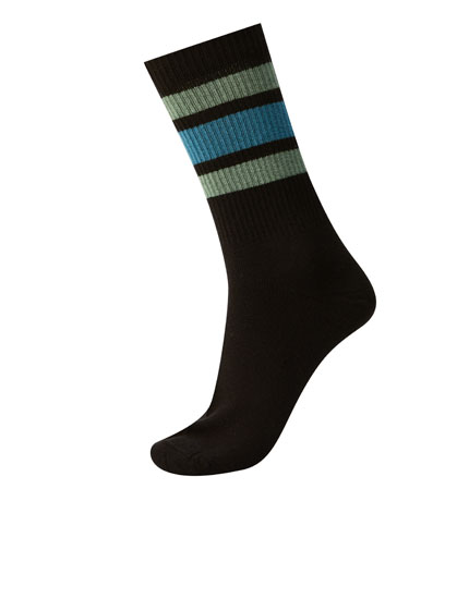 Sports socks with contrasting stripes