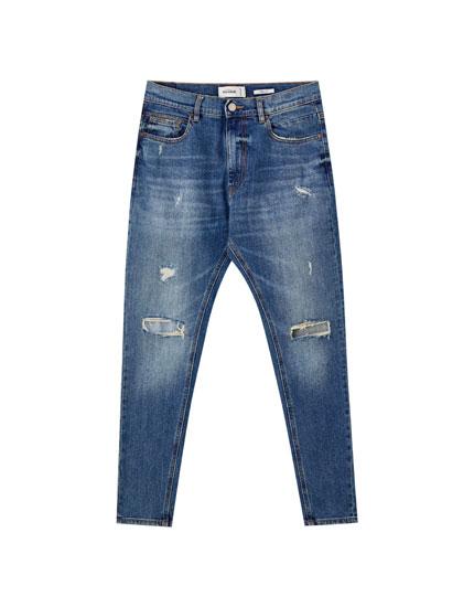 Jeans carrot tiro medio