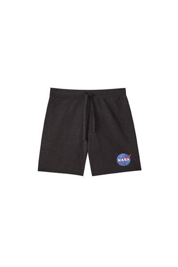 Basic jogging Bermuda shorts with NASA logo