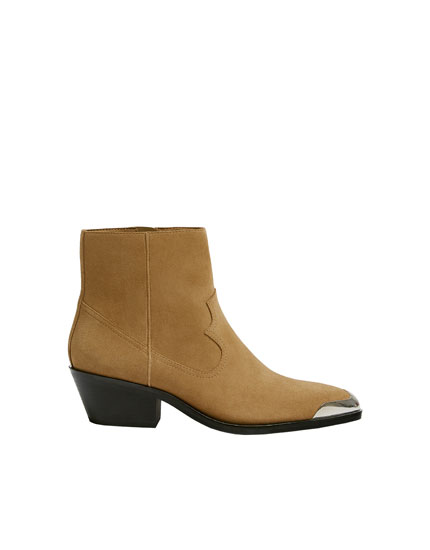 Leather cowboy ankle boots with metal plate