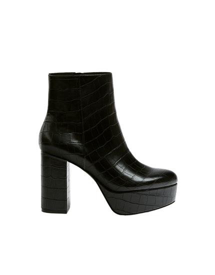 Bottines talon imprimé croco noir