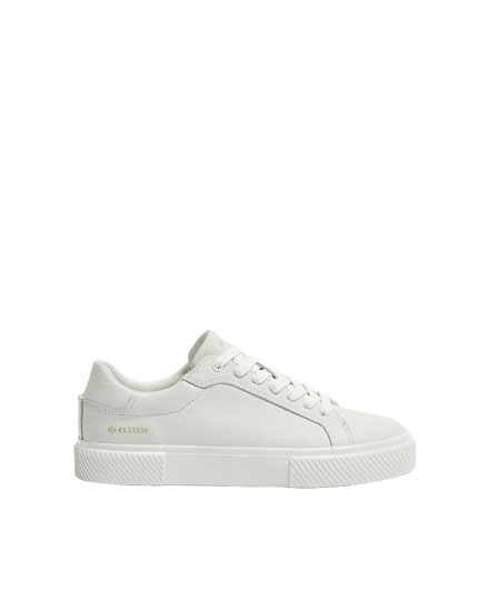 Leather plimsolls with coordinate detail
