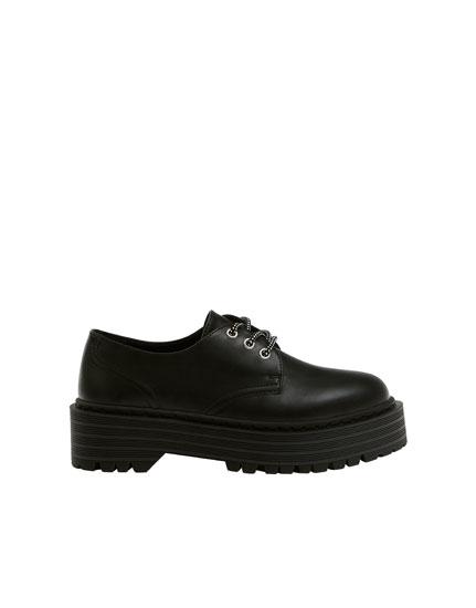 Μαύρα παπούτσια blucher με πλατφόρμα