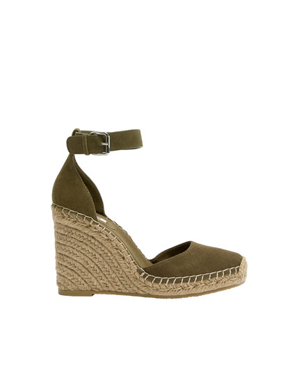 Wedges with green ankle strap