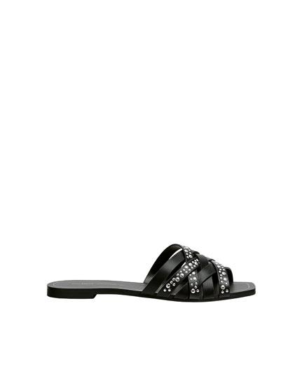 Sandalia negra tachas