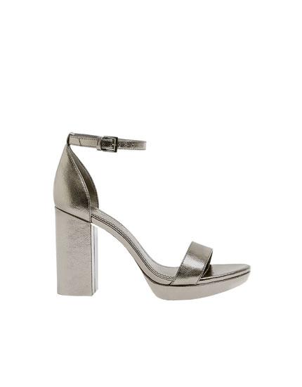 Sandalia tacón plata