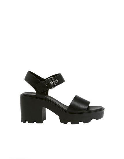 Black track sole sandals - PULL\u0026BEAR