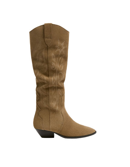 Sand-coloured leather cowboy boots