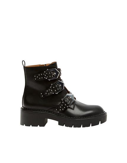 Μαύρες μπότες με λουράκια