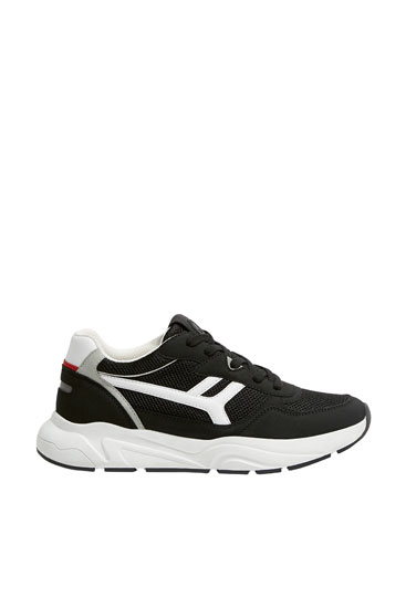 Urban trainers with side pieces
