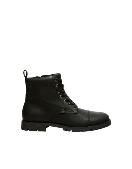 Black worker boots with toe detail