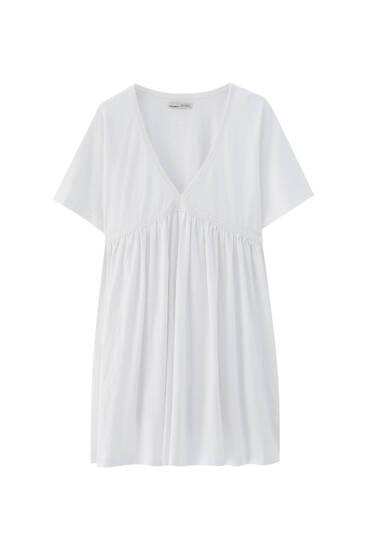 فستان قصير بياقة على شكل V وحافة دانتيل