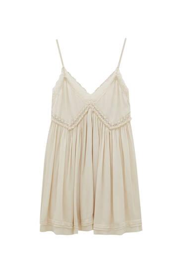Kratka haljina s čipkom
