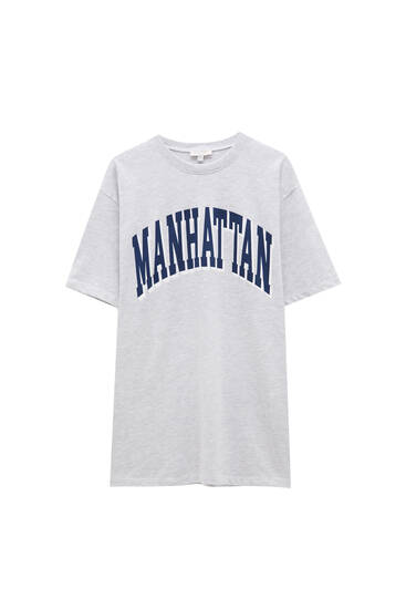 Varsity T-shirt with blue Manhattan slogan - recycled polyester (at least 50%)