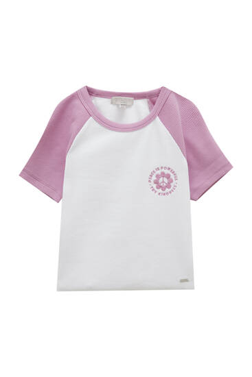 Kort T-shirt med raglanærmer i kontrast