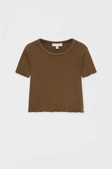 T-shirt with lettuce-edge trims