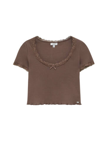 T-shirt with lettuce-edge and lace trims