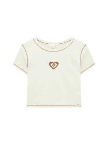T-shirt met geborduurd hart en naden