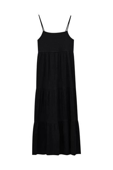 فستان طويل منسدل بحمالات