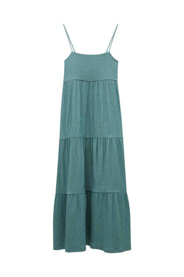 فستان طويل أخضر بكشكش