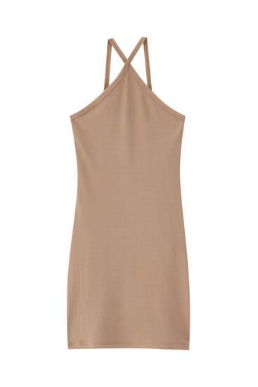 فستان قصير هالتر متناسق مع الجسم