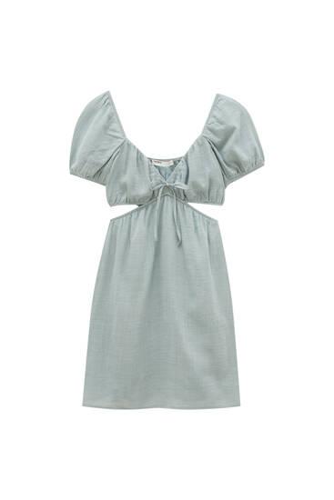 Kratka haljina s prorezima i V-izrezom