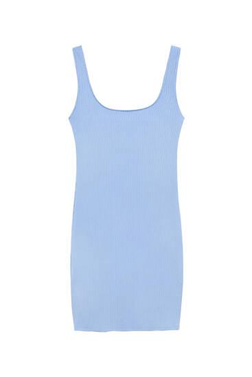فستان قصير مضلع ومتناسق مع الجسم
