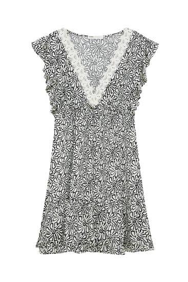 Short rustic dress with crochet collar