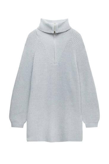 Трикотажное платье с застежкой-молнией на горловине