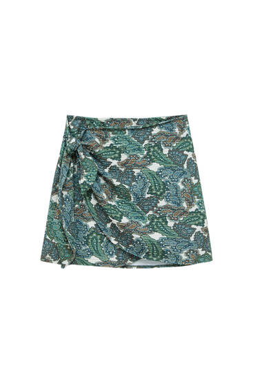 Wrap mini skirt with paisley print