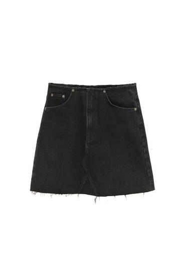 Джинсовая мини-юбка с бахромой