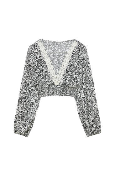 Printed cropped blouse with crochet collar