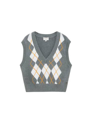 Short knit vest with diamonds