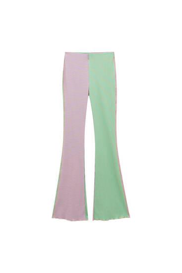Ριγέ παντελόνι καμπάνα με color block