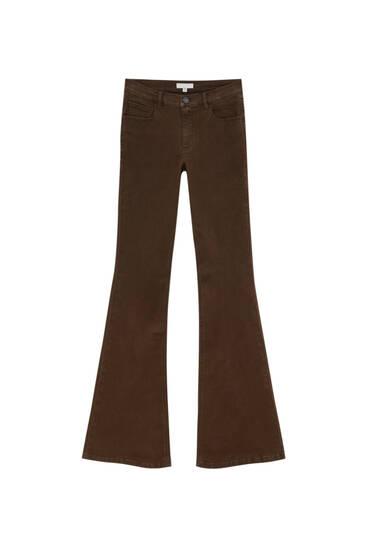 Коричневые расклешенные брюки