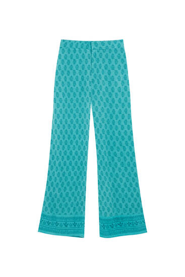 Flowing trousers with all-over print
