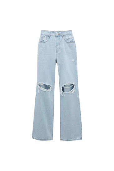 Flared high-waist jeans with rips on the knee - Contains recycled cotton