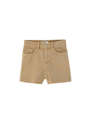 Джинсовые шорты с разрезами по бокам