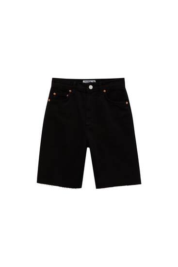 Bermuda shorts with raw cut hems