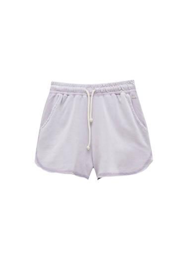 Basic shorts with an elastic waistband