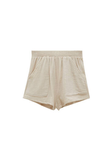 Beige shorts with front pockets